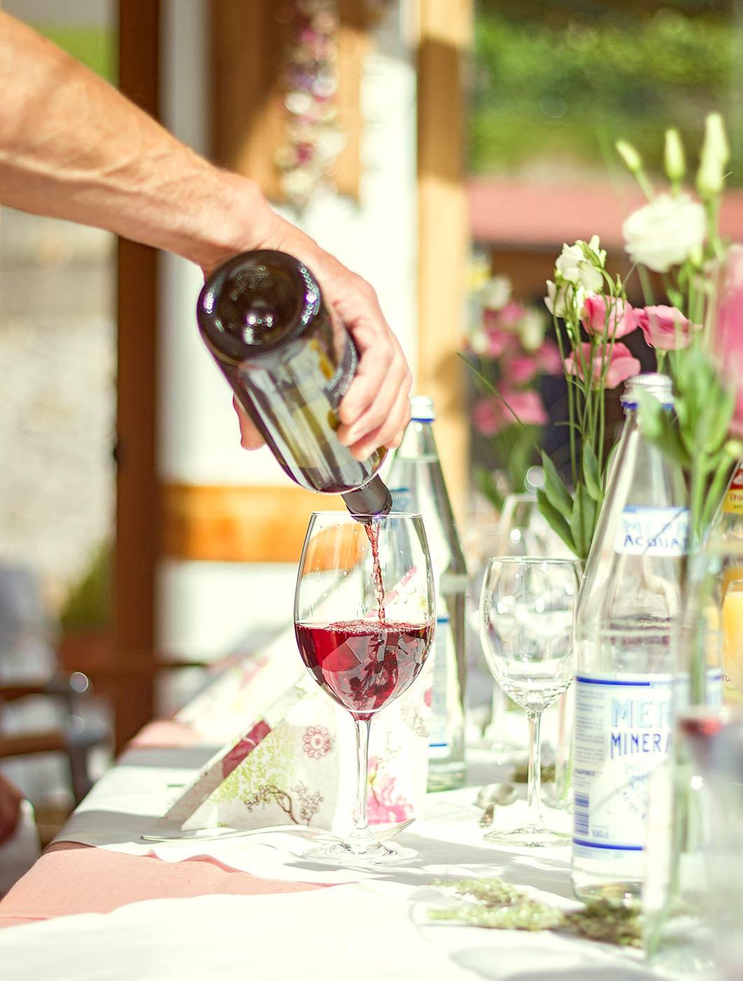 Wein einschenken, Taufe Südtirol
