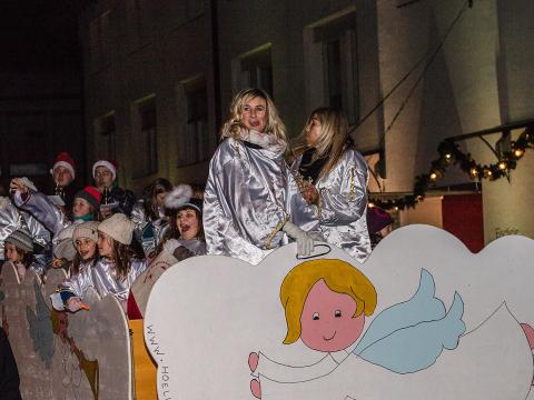 Nikolaus und Engel Lana