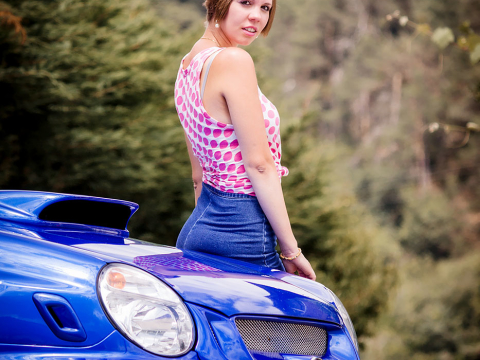 Model bei getuntem Auto